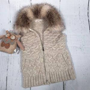 Ann Taylor LOFT Knit Faux Fur vest!  Sz XS